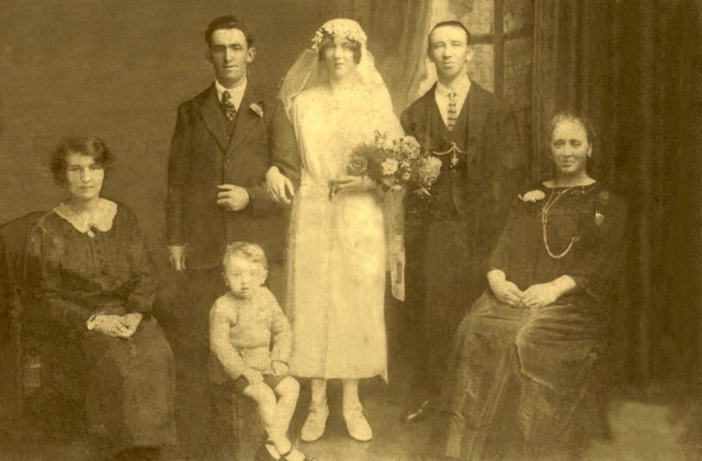 Family group at a wedding in 1922 - Pictued in Bedford