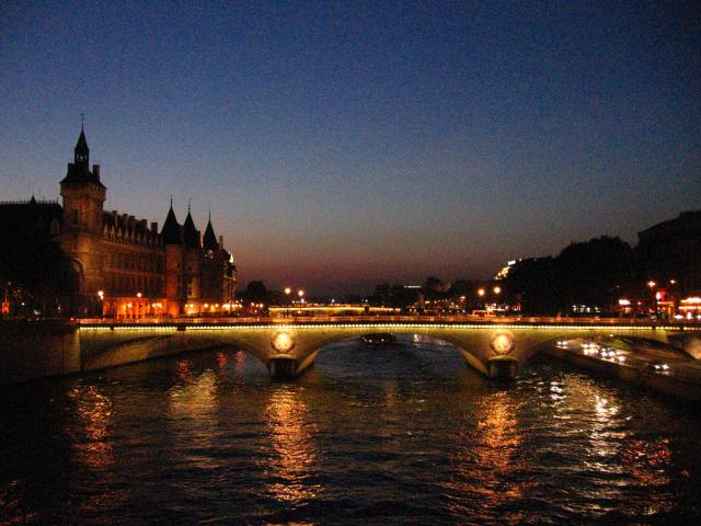 A bridge on the River SEine lit up at night