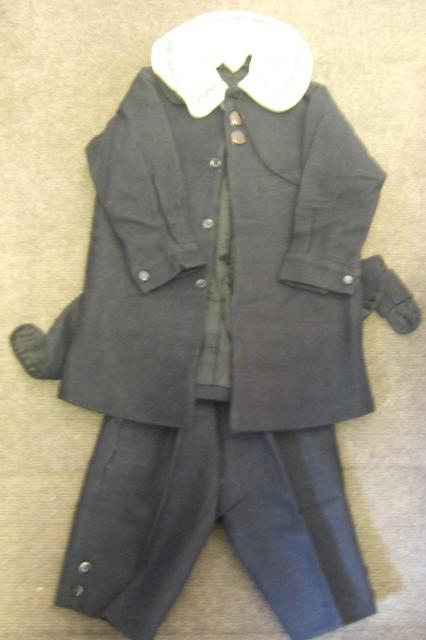 Norfolk jacket and short trousers in blue / grey wool with a peter pan collar, lined with black sateen c. 1910-1920