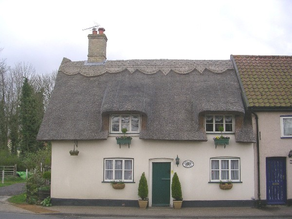 The Cottage, The Green, Hockham, NHER 43890. What has been used to make the roof of this house? Copyright Norfolk Museums & Archaeology Service.
