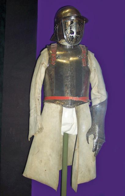 Plate armour was in decline in the 17th century; due to more powerful guns and gun powder thicker armour was required and many refused to wear it. Pike men still had armour for close contact battles but musketeers only had a small steel plate under their caps.