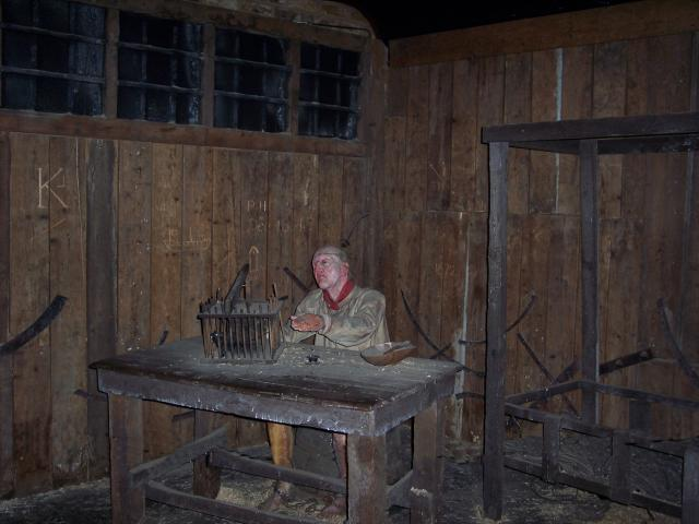 People had to beg for food. At the clink prison, a grill was provided for this purpose. When they could not get money through begging, prisoners were often reduced to eating anything they could to survive, even to catching and eating rats. Picture taken Clink Museum London 2007.