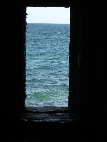 Door of no return slave house nen gallery for Door of no return