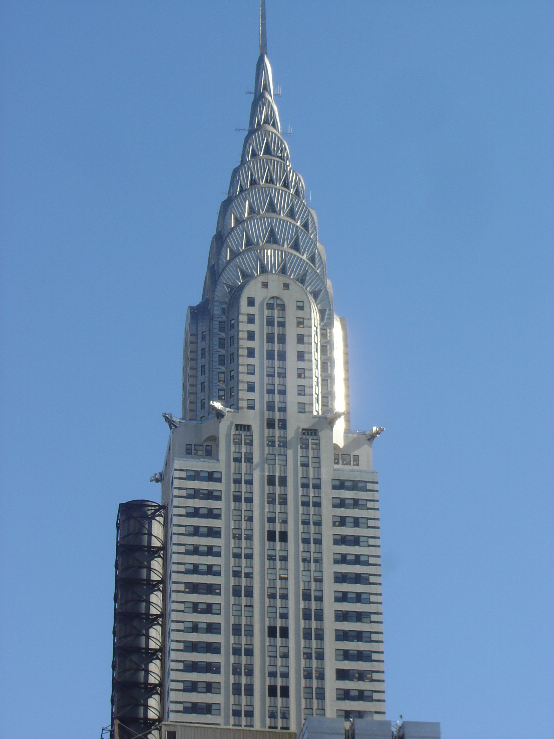 What is unique about the design of the chrysler building