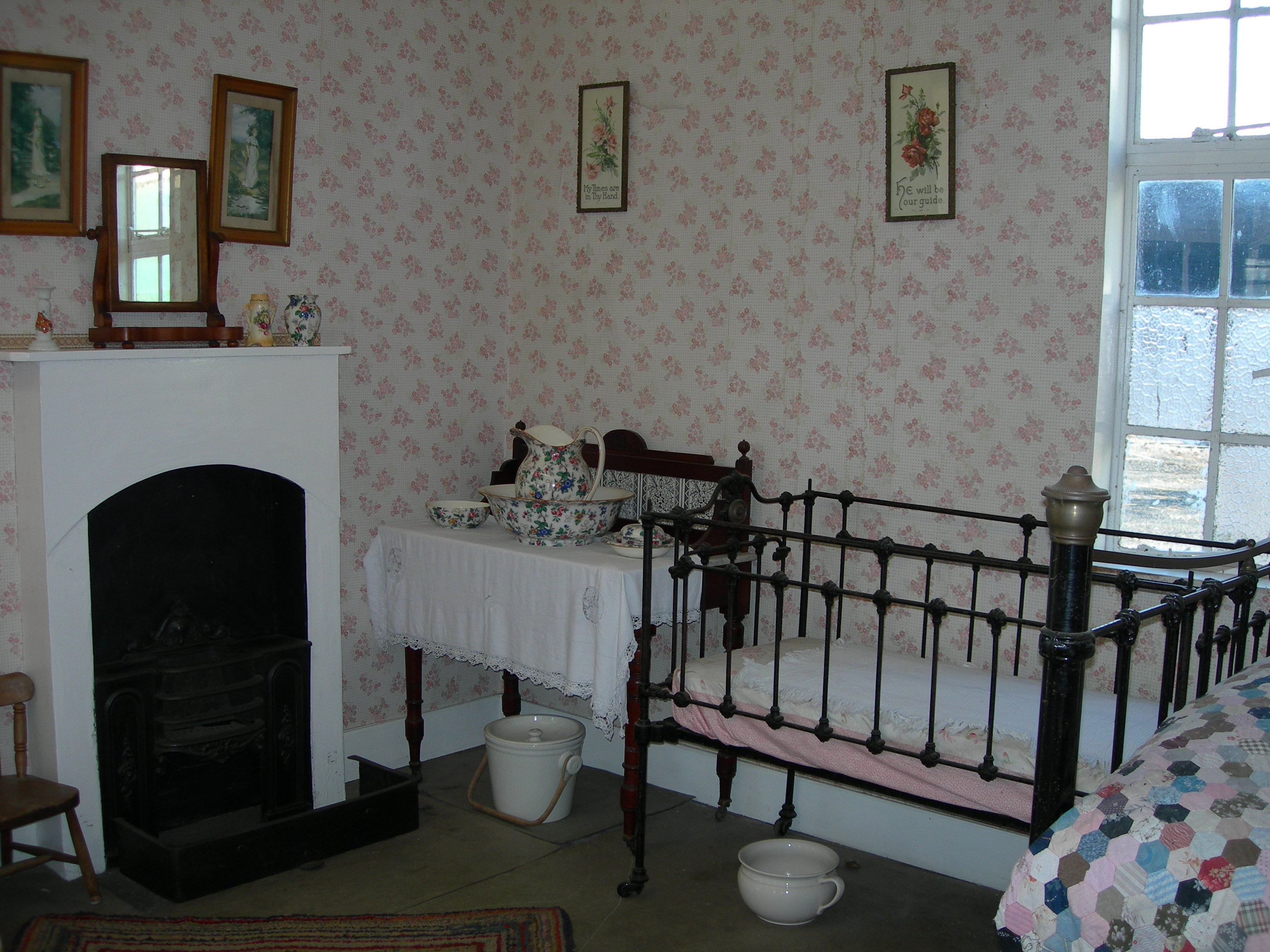 Victorian And 1950 S Room Settings Nen Gallery