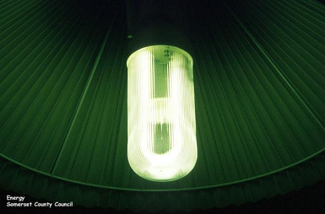 Energy management: example of an energy saving light bulb