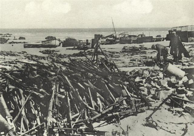 world war 1 weapons pictures. Abandoned weapons on the beach
