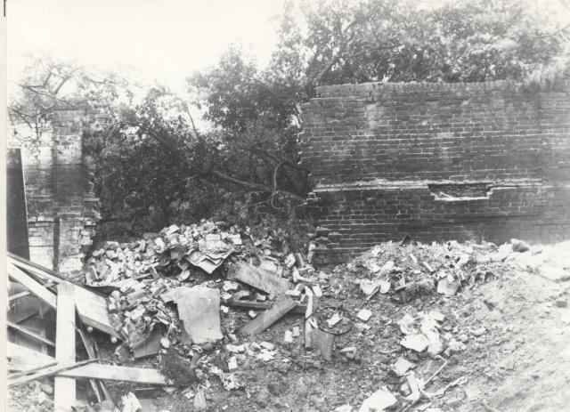 On Tuesday 20 August 1940 a lone Luftwaffe aircraft dropped nine bombs in the Navigation Rd area of Chelmsford, according to the Essex Chronicle. The target was assumed to be the Gas Works, although most of the bombs fell on residential areas. 