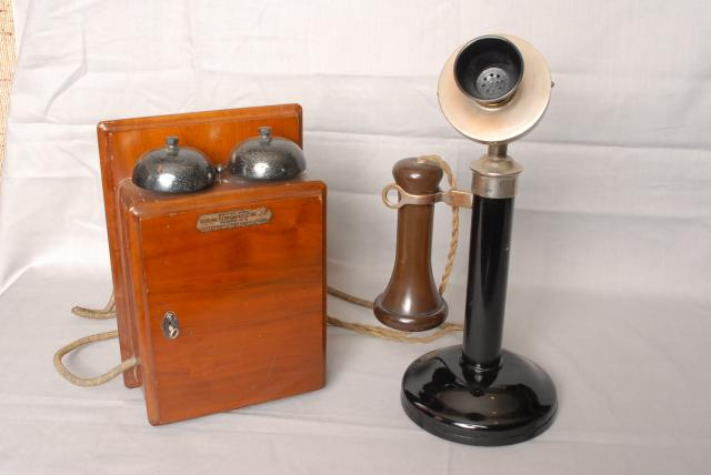 This was one of the most popular telephones ever made, notice that it has NO DIAL, compared to the Model 150 which does have one.
