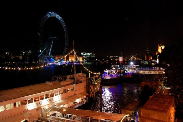 Views of London Eye at night