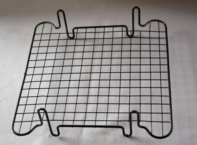 A wire tray on which cakes and pastries can be put whilst they cool.