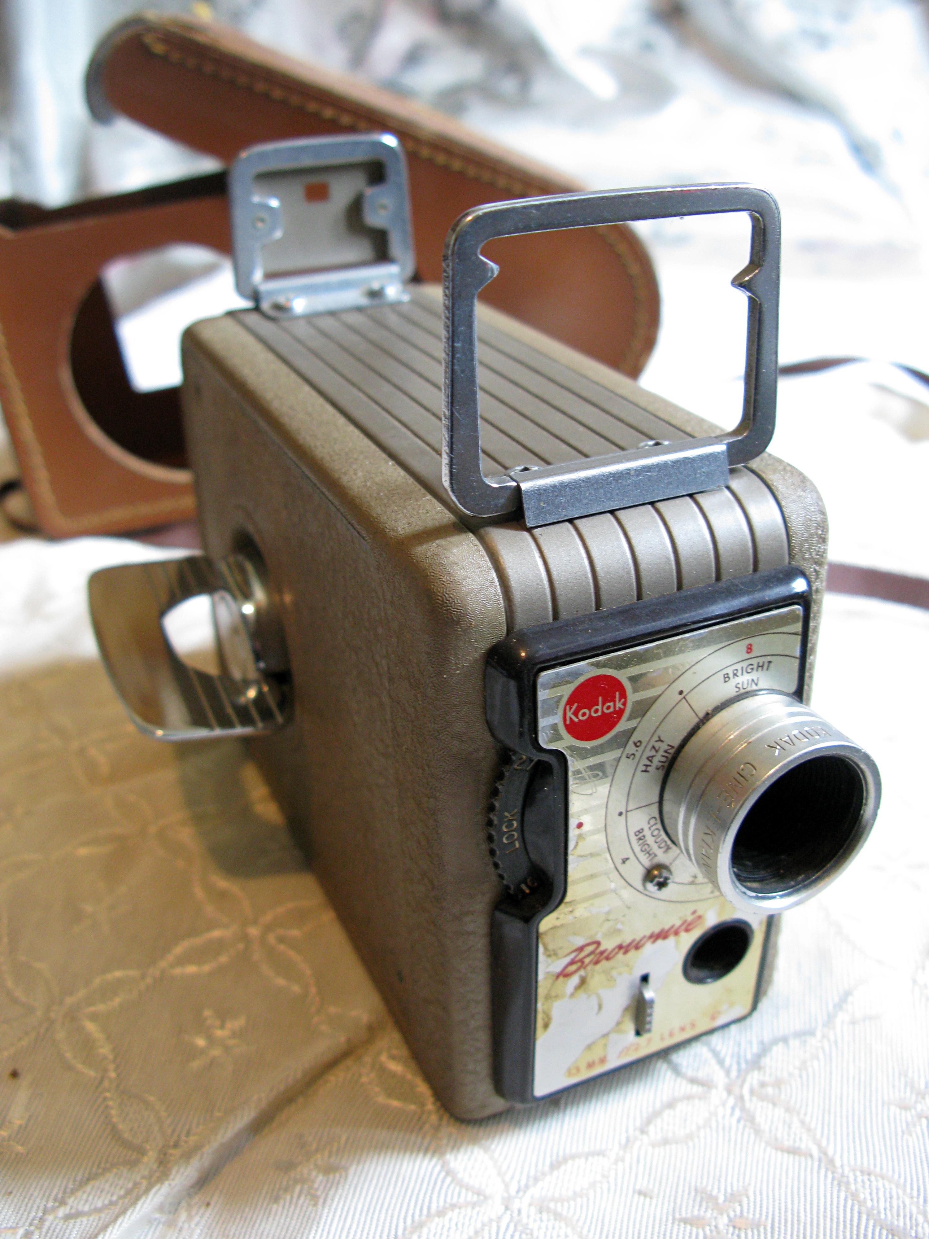 Kodak, Brownie 8mm Movie Camera w/13 mm f2 7 Cine Ektanon