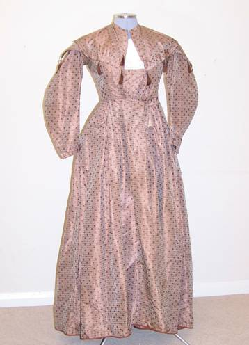 Victorian dress, long day, coffee coloured silk with brown spots and horizontal lines. Separate collar in same material covered with lace (kept in pocket).