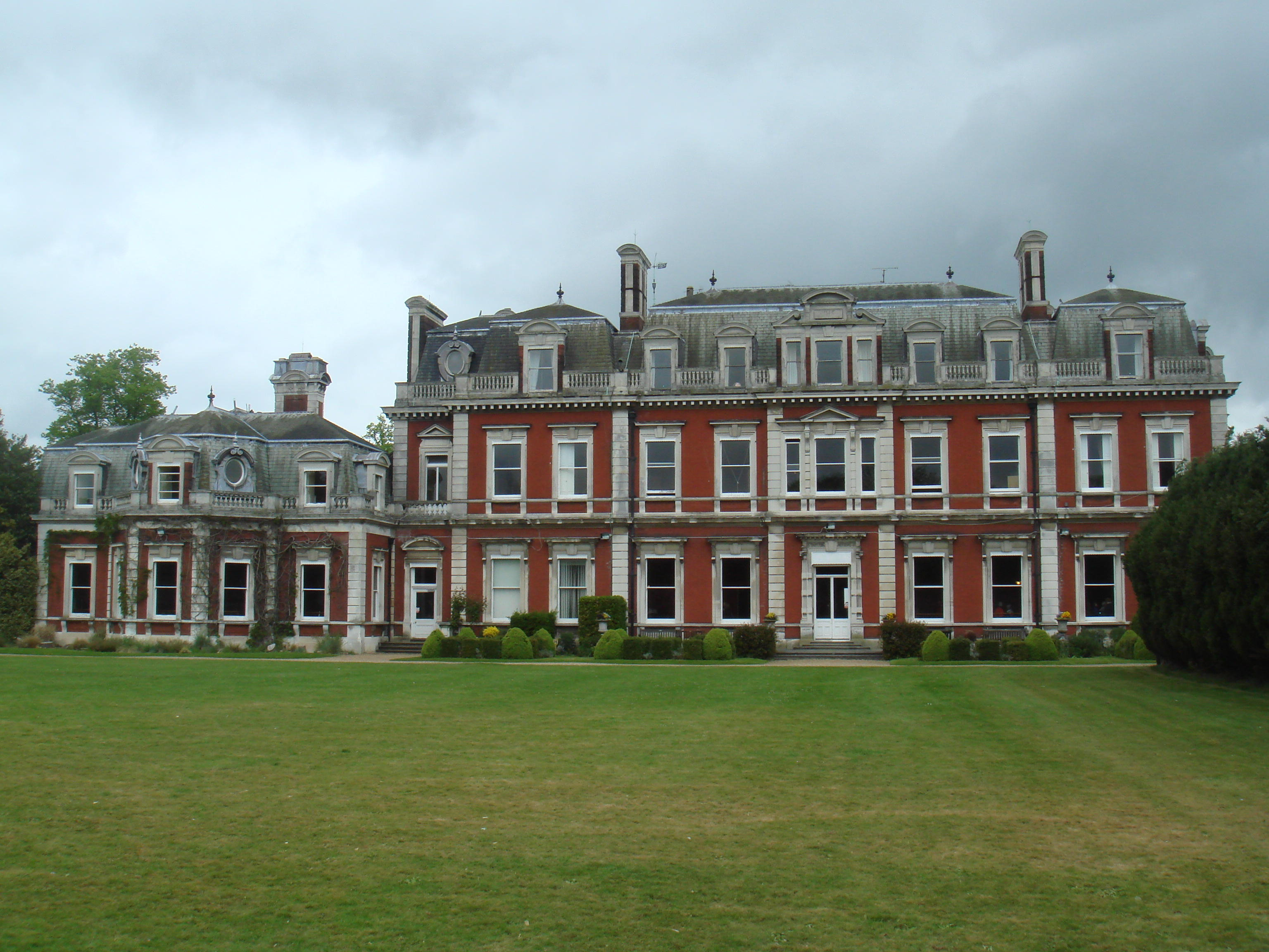 Tring Mansion built in 1682 during the reign of King Charles II by Sir Christopher Wren for Sir Henry Guy later purchased by Sir William Gore in 1705 then by Baron Lionel de Rothschild in 1872 for the sum of £230,000.