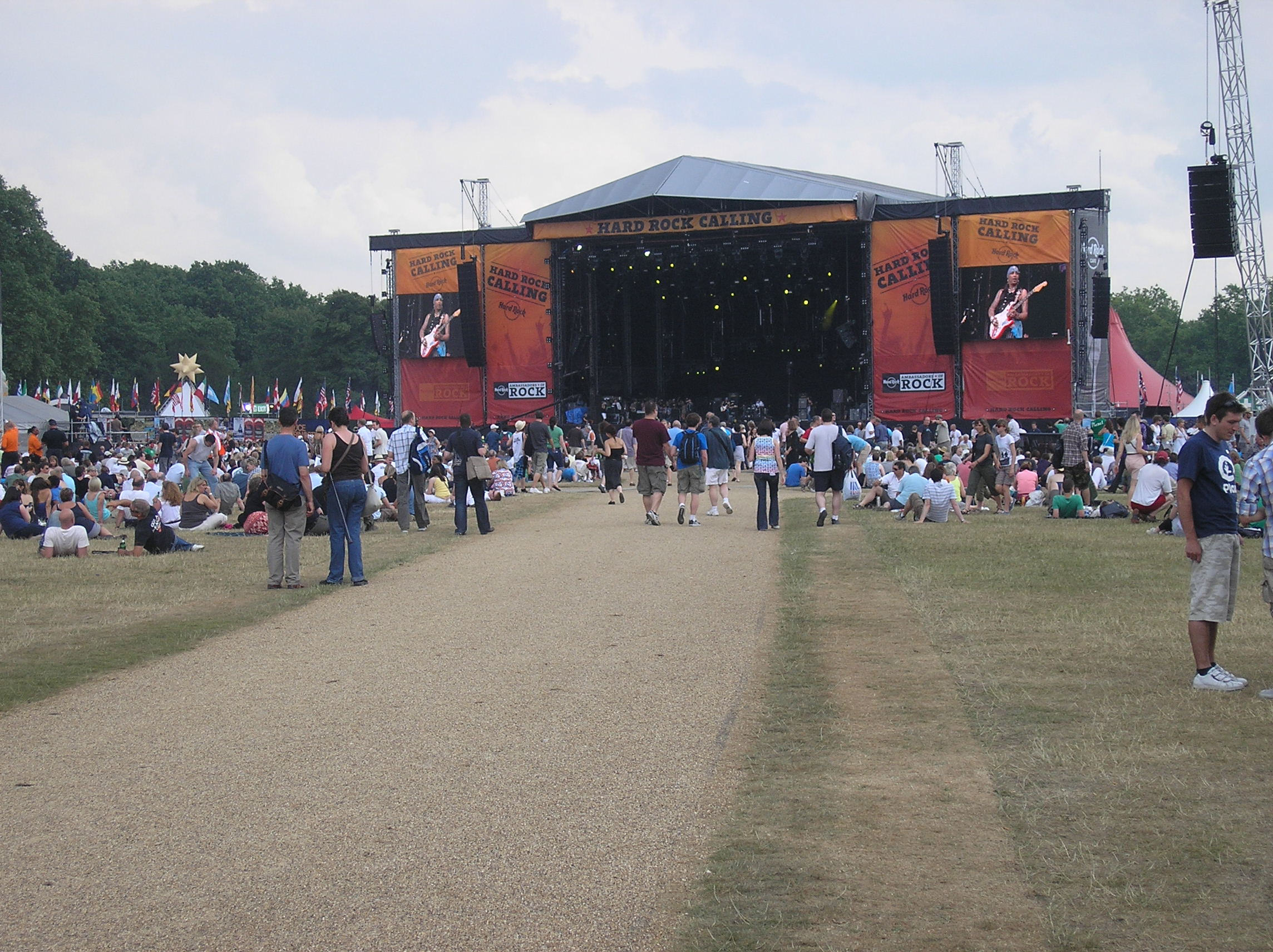 The 2009 Hard Rock Calling Festival too place at Hyde Park, London on 26 - 28 June. The headline acts were The Killers (friday), Neil Young (saturday) and Bruce Springsteen (sunday). Approx 50,000 people attended the event each day.
