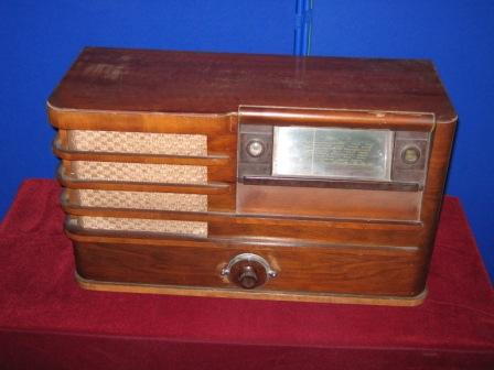A radio from around the 1920s or 1930s from a house on Cowslip Hill, Letchworth.