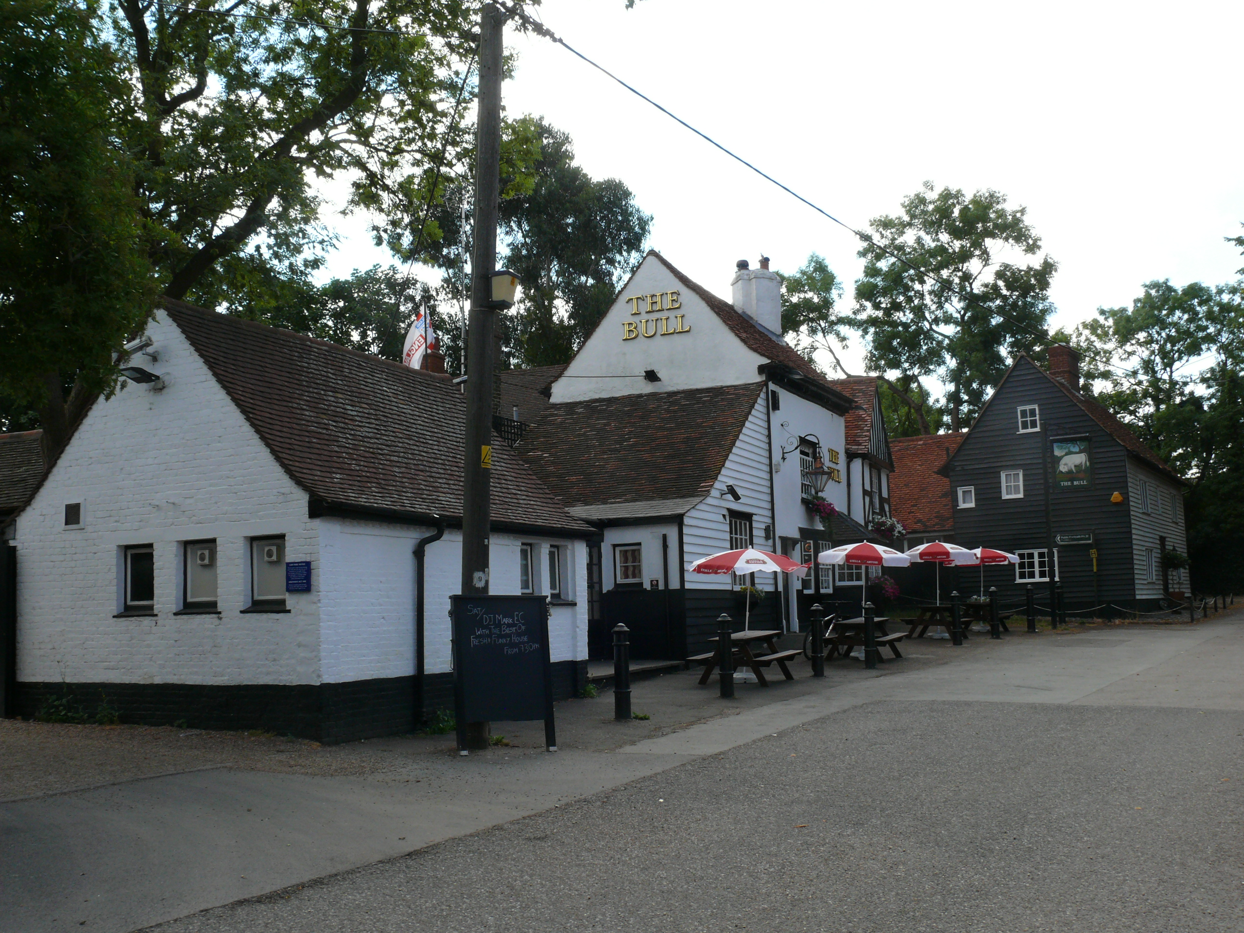 The 15th century Bull public house is part of the Corringham conservation area. It is reputed to have links with smugglers who would bring goods from abroad via the nearby River Thames.
