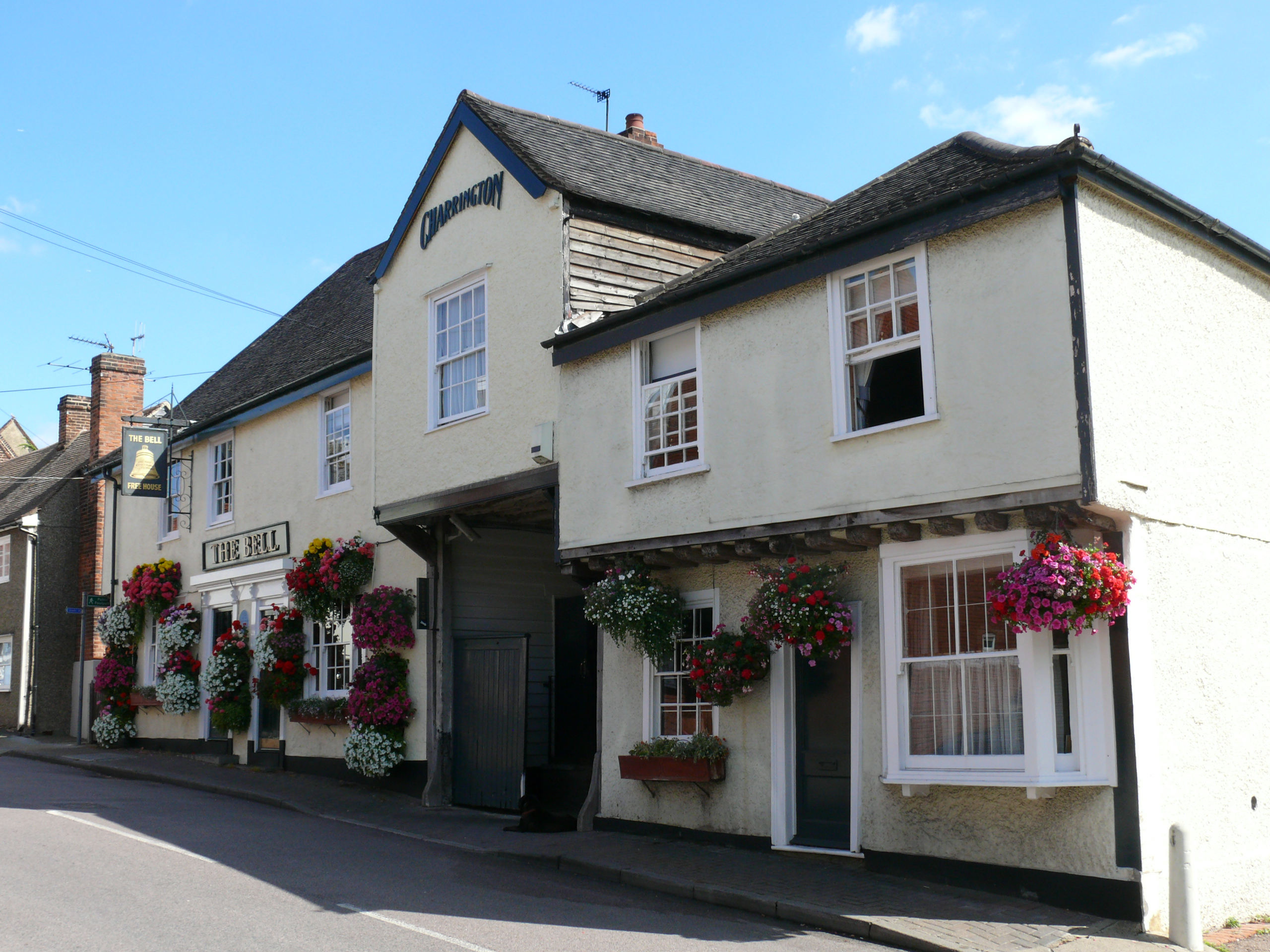The 15th century Bell Inn was built during Horndon's prosperous wool trading era, to accommodate the many travelling pilgrims, wool merchants and tradesmen.