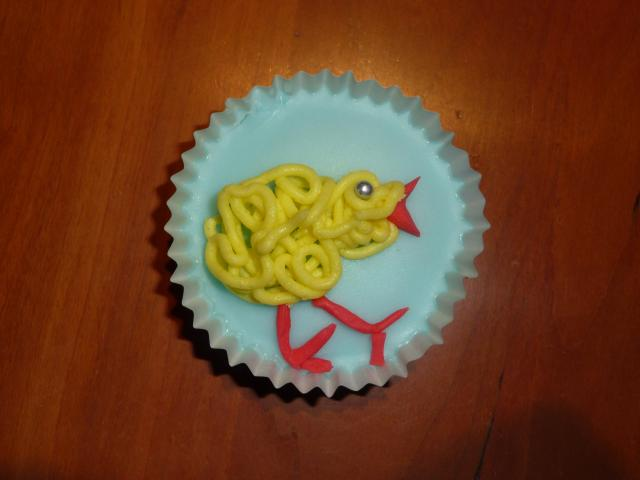 A cake decorated with a chick for Easter.