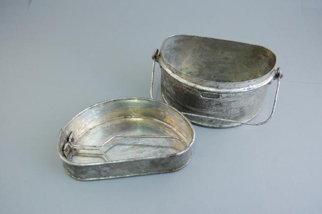 Mess tins were used for cooking, eating and drinking.
