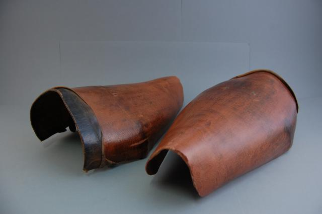 These gaiters kept trousers cleaner and offered some protection to the lower legs.