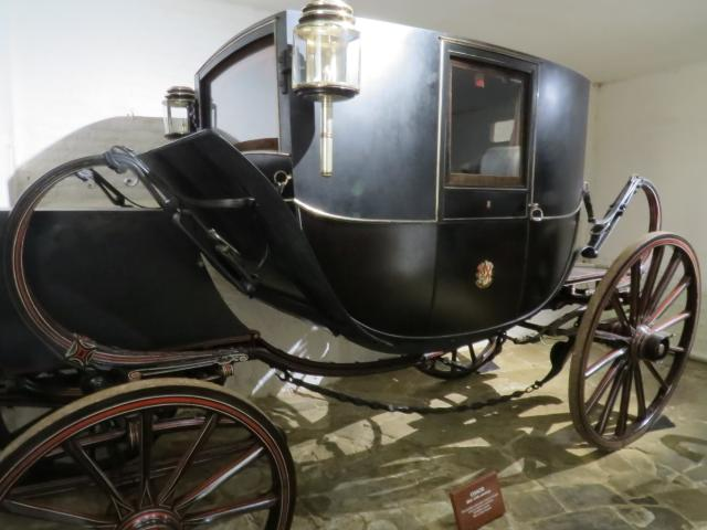 A mid 19th century closed carriage used on formal occasions. It was postillion driven and had two or four horses.