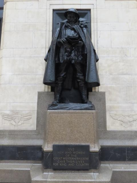 The Great Western Railway War Memorial is a monument to the memory of employees of the Great Western Railway who died during the First World War, and it is situated halfway along platform 1.