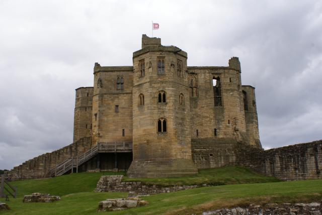 Warkworth Castle dates from about 1200 and was the home of the Percy family from the 14th to the 17th centuries.
